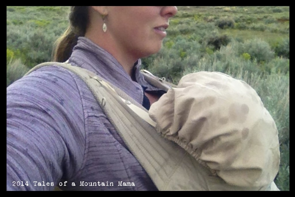 """- A higher back so no """"lean out"""" issues leading to the possibility to wear kids longer - Easy nursing while wearing because of the wide panel and adjustable straps"""