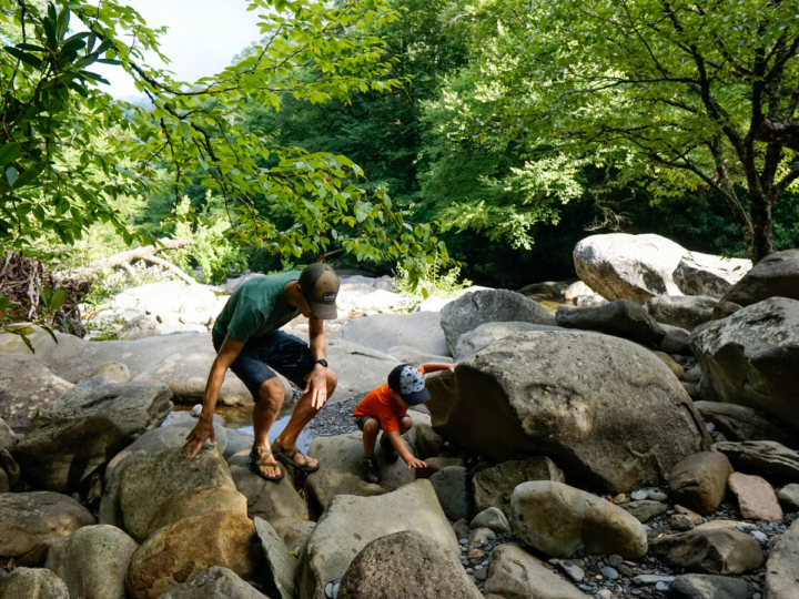 keep kids entertained while hiking